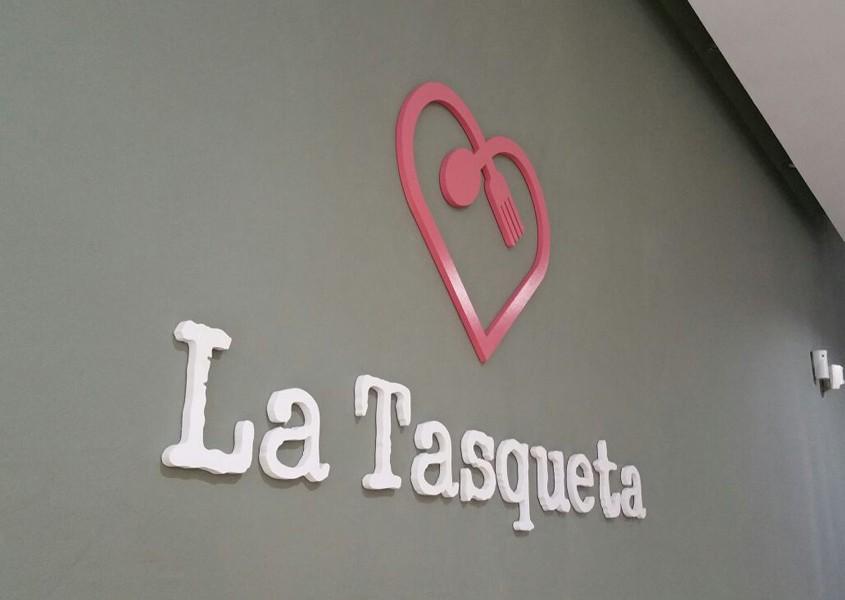 Rotulo La tasqueta - Front panel