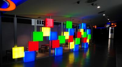 cubos de metacrilato con iluminacion interior led