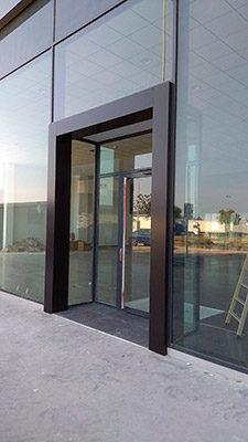 Puerta de acceso con Panel Composite y Vidrio